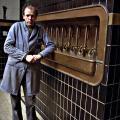 Brouwer Paul Vanneste aan de lekbak
