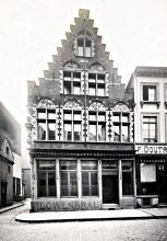 Gevel uit 1905, café Ancien Casino, Les trois Suisses
